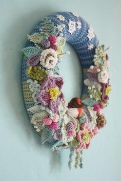 Pink Milk: Selecting Your Happy Scrappy Yarn Crochet Home, Diy Crochet, Crochet Crafts, Yarn Crafts, Crochet Projects, Wreath Crafts, Diy Wreath, Wreaths, Crochet Flower Patterns