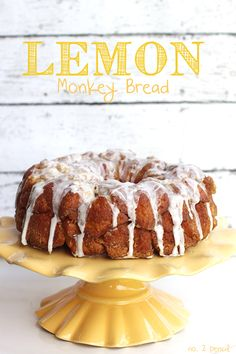 Lemon Monkey Bread - easy and delicious! // loving all the monkey bread recipes with citrus notes. Just Desserts, Delicious Desserts, Dessert Recipes, Yummy Food, Lemon Monkey Bread, Lemon Recipes, Bread Recipes, Cake Recipes, Snacks