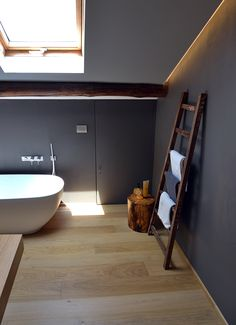 #bagno #vasca #parquet #scala #interiordesign