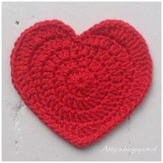 かぎ針編みで作るハートの編み図を紹介しているページです。