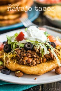 Easy Navajo Tacos: They turned out perfect, and were so simple to make. The best part about these navajo tacos is that each family member can add their favorite toppings. Beef Recipes, Mexican Food Recipes, Cooking Recipes, Recipies, I Love Food, Good Food, Yummy Food, Delicious Meals, Yummy Yummy