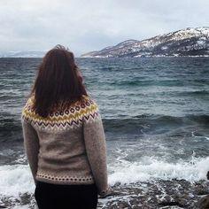 Årets påskegenser #offtheneedles #sjølvsagtstrikk #islandskstrikk #lopapeysa #riddari #lettlopi #istex #strikkedilla #ullergull #påskestrikk #nytårsforsætstrik10 #javielskerlagerstrikk2016 #restefest2016 Icelandic Sweaters, Selfies, Turtle Neck, Pullover, Wool, Portrait, Knitting, Dame, Instagram Posts