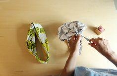 買うより早い!ヘアバンド(ヘアターバン)の作り方2種 | nunocoto Shibori, Sewing Hacks, Hair Clips, Headbands, Diy And Crafts, Projects To Try, How To Make, Handmade, Bags