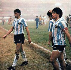 El Diego en la Copa América de 1987. Good Soccer Players, Football Players, Steven Gerrard, Premier League, Diego Armando, English Football League, Champions League, World Cup, Vintage Photos