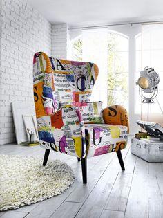 Un fauteuil vintage pour apporter de la couleur dans le salon