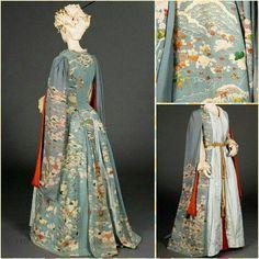The dress Helena is wearing while she reads the tarot cards to Sam. #TheGoldenKey #Novel #kimonostyle