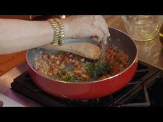 Denisse nos muestra cómo se prepara el sofrito en su natal Puerto Rico. Puerto Rico, Chile, Grains, Youtube, Recipes, Food, Xmas, How To Make, Cooking Recipes