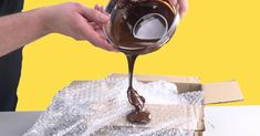 Chocolate tip on bubble wrap: The result is a chocolate in the air . - cake - to # Chocolate tip on bubble wrap: The result is a chocolate in the air . - cake - to # Chocolate Dome, Chocolate Cream, Melting Chocolate, Decoration Patisserie, Good Food, Yummy Food, Complete Recipe, Chocolate Decorations, Baking Tips