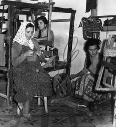 A family of textile workers spinning thread, weaving and knitting, at their workshop of the island of Mykonos, in the Cyclades, Greece. Photograph by John van Rolleghem, mid 20th century. Vintage Pictures, Old Pictures, Old Time Photos, Greece Pictures, Mykonos Island, Greek History, Historical Pictures, Knitting Projects, Workshop