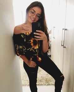 "1,776 Likes, 15 Comments - Carol Marcilio (@marciliocarol) on Instagram: ""sabadozinho de sol ☀️ ps: minha meia é rosa"""