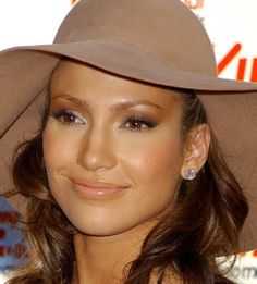 I just love Jennifer lopez's makeup- especially the natural coral lips and radiant glow