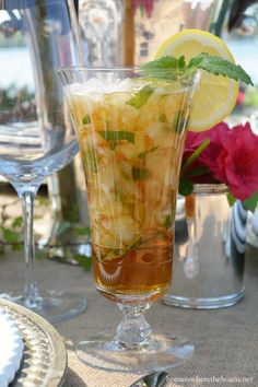 Sweet Tea Julep, a marriage of two classic Southern drinks, the mint julep and sweet tea | homeiswheretheboatis.net #KentuckyDerby