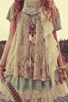 ....#EvolvingFashion #JewelryLayering #NecklaceLayering http://evolvingfashion-hair-nails-clothing.blogspot.com/