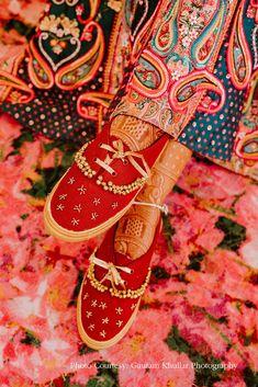 #bridalshoes #bridaljuttis #goldjutti #silverjutti #weddingjuttis #weddingwear Bridal Outfits, Bridal Shoes, Dahlia Wedding Bouquets, Lavender Gown, Bronze Smokey Eye, Shoe Image, Big Fat Indian Wedding, Red Sneakers, Real Style