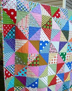 another idea for my Simply Spots bundle...maybe HSTs with half spots, half bold solids?  Or maybe solids thrown in randomly and sparingly?