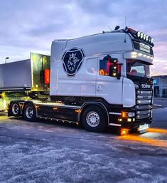 Customised Trucks, Scania V8, Cool Paintings, Big Trucks, Rigs, Cars And Motorcycles, Toyota, Engineering, Porn