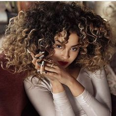#EllaEyre The Colour The Curls