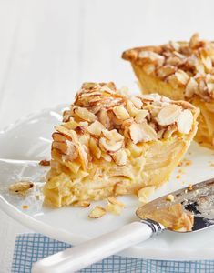 Learn how to make a French-style Apple-Custard Pie with this recipe that's familiar yet elegant. This updated take on the classic apple pie is the perfect dessert for the holidays. Custard Pies, Creme Custard, Apple Custard Pie, Vanilla Custard, French Apple Pies, Elegante Desserts, Dessert Crepes, Sour Cream Pound Cake, Apple Pie Recipes