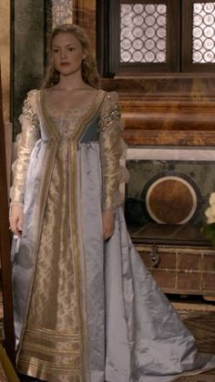 The Borgias: Lucrezia Borgia played by Holliday Granger . - The Borgias: Lucrezia Borgia played by Holliday Granger Mehr Source by mairimdelski - Italian Renaissance Dress, Renaissance Mode, Renaissance Costume, Renaissance Dresses, Medieval Costume, Renaissance Fashion, Medieval Dress, Renaissance Wedding, Les Borgias