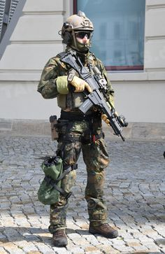 Kommando Spezialkräfte – Tag der Bundeswehr 2018 Tactical Beard, Tactical Medic, Special Forces Gear, Military Special Forces, Airsoft, Military Suit, Military Police, Luftwaffe, Navy Air Force