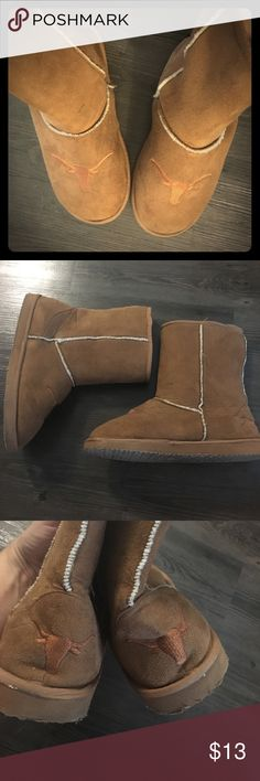 UT Texas Longhorn Slipper Boots Worn a few times. Great condition. Short Ugg style boots. No size tag - they are size large. Would best fit size 9-11. Shoes Winter & Rain Boots
