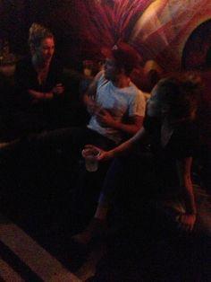 Ontem a gente viu aqui uma foto publicada pela People onde Robert Pattinson aparece com Dylan Penn no Viper Room, em 7 de setembro.