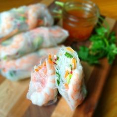 Fresh Rolls with Shrimp and Honey Lime Slaw - Light and refreshing, these fresh rolls are bursting with flavor from fresh herbs, lime juice and fish sauce. Addictive and delicious. Seafood Recipes, Cooking Recipes, Mezze, Asian Recipes, Healthy Recipes, Wrap Recipes, Fresh Rolls, Love Food, The Best