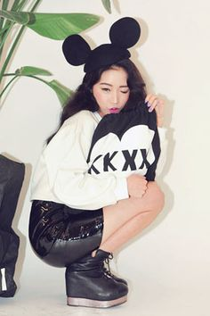 Today's Hot Pick :KKXX-BG-0981WB http://fashionstylep.com/SFSELFAA0025643/stylenandacn/out KKXX 抽带包系列的又一新作! 延续一贯的简洁,醒目风格。 采用全棉材质,舒适,柔软。 心形图案,更显俏皮可爱~ 打造青春,自由气质的个性包包,你值得拥有!