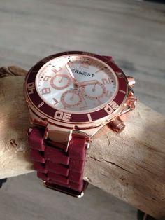 Ernest horloge in een prachtig bordeaux rood voor het komende herfst- en winterseizoen met roségoud-kleurige details.