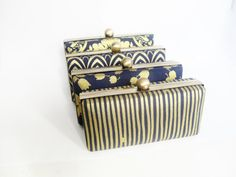 Bridesmaid clutch purses - see more ideas at http://themerrybride.org/2014/10/18/navy-and-gold-wedding-2/