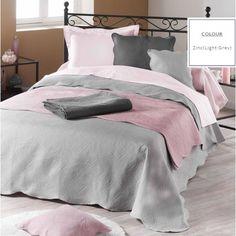 Svetlosivé francúzske prikrývky na posteľ
