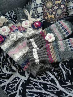 Lankaa puikoissa: Säärystimet ja lapaset Fingerless Gloves, Arm Warmers, Knit Crochet, Diy Ideas, Knitting, Clothing, Fingerless Mitts, Outfits, Tricot