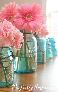 love the mason jars and the pink gerbera daisy. Decoration Bedroom, Decoration Table, Room Decor, Margaritas Gerbera, Turquoise Rose, Bridal Shower, Baby Shower, Blue Mason Jars, Mason Jar Centerpieces