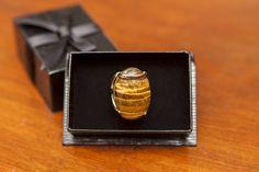 Mai um lindo anel de pedra natural olho de tigre a venda: https://samya-kalena-joias.lojaintegrada.com.br/