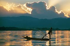 a Lake Inle fisherman, linking to Lake Inle Pictures, Myanmar