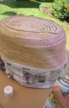pintar_cesto_para_la_playa_con_pintura_en_spray_pintyplus Diy Clutch, Diy Purse, Hippie Crafts, Beach Basket, Fab Bag, Diy Projects To Try, Handmade Bags, Diy Tutorial, Hand Weaving