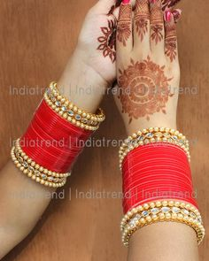 Traditional Bridal Chuda 62 PC Red Bridal Chuda/ Choora /Chooda Bangle Set With Simulated Kundan and Pearl. Bangle Size : (Size of narrower side) Size on Broader side Base :Alloy Metal & Acrylic Note: All Our Chuda Can Be Costomised On Colour and Size , Wedding Chura, Indian Wedding Gowns, Indian Wedding Jewelry, Indian Jewelry, Thread Bangles Design, Silk Thread Bangles, Bridal Bangles, Bridal Jewelry Sets, Chuda Bangles