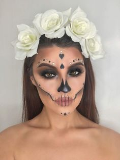 Halloween Makeup Sugar Skull, Halloween Eyes, Sugar Skull Makeup Easy, Halloween Halloween, Vintage Halloween, Halloween Costumes, Beautiful Halloween Makeup, Halloween Makeup Looks, Maquillage Sugar Skull