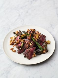 Quick steak stir-fry This fantastic steak stir-fry recipe from Jamie Oliver's 5 Ingredients – Quick & Easy Food is so quick and so delicious. It's the perfect weeknight meal. Steak Stirfry Recipes, Cube Steak Recipes, Beef Recipes, Cuban Recipes, Easy Recipes, Meatball Recipes, Jamie Oliver Stir Fry, Jamie Oliver Quick, Jaime Oliver