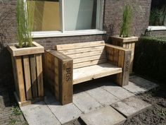 Lounge bench and two large planter boxes made of recycled pallet wood  #Bench, #Pallets, #Planter
