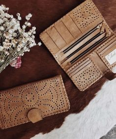Our signature leather design clutches add extra flare to any outfit. Leather Bags Handmade, Handmade Bags, Handmade Bracelets, Small Leather Wallet, Leather Purses, Sewing Leather, Leather Craft, Leather Accessories, Leather Jewelry