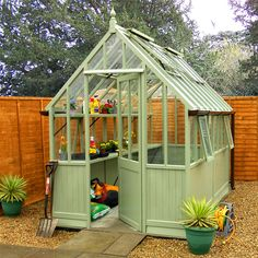 Oooooh yes please! In this greenhouse I'd NO excuse not to grow wonderful things!