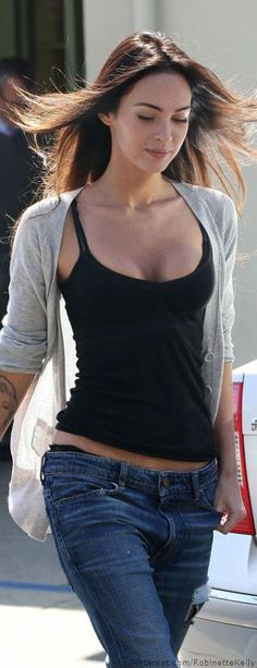 Street Style Casual. Boyfriend jeans and tank. Simple