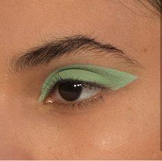 eyeshadow looks Mint green eyeshadow look Makeup Goals, Makeup Inspo, Makeup Art, Makeup Inspiration, Beauty Makeup, Makeup Trends, Makeup Geek, Hair Beauty, Green Eyeshadow Look