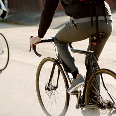 Early morning rides or day-long off and on the bike city adventures demand extra coverage and occasionally added warmth. A traditional style and slim fit put the Giro Mobility Trouser right at home in the office, cafe or pub whilst a stretch fabric, reflective detailing and gusseted crotch provide on bike functionality.97% Cotton/ 3% Lycra2 Way Stretch Rugged TwillReflective Hem2 Front Pockets2 Rear PocketsClassic Fit