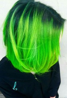Hello my dears, Green hair is very much in love right now. If you have enough of your hair color, you can try the color green. One of the best things about green is. Neon Green Hair, Green Wig, Neon Hair, Green Hair Colors, Pelo Multicolor, Coloured Hair, Dye My Hair, Rainbow Hair, Hair Colors
