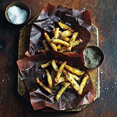 Oven-baked celeriac fries with honey and thyme Food And Travel Magazine, Celerie Rave, Celeriac, Halloumi, Roasted Vegetables, Oven Baked, Feta, Fries, Vegetarian Recipes