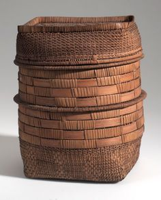 Africa | Basket with lid from the Maritime Province of Congo Freestate | Plant fiber, wood and cord | ca. 1907.
