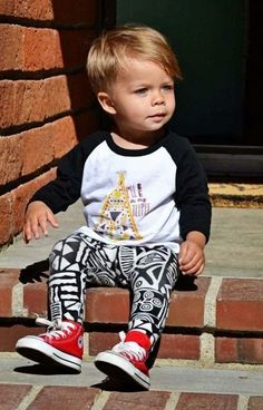 little boy leggings and baseball tee with baby converse. I can't find boys leggings in the uk Cute Toddler Hairstyles, Toddler Haircuts, Little Boy Hairstyles, Baby Boy Haircuts, Toddler Haircut Boy, Boy Toddler, Haircuts For Toddlers, Trendy Hairstyles, Baby Boys