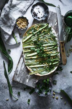 flammkuchen with wild garlic and asparagus . Food Design, Baking Recipes, Vegan Recipes, Vegan Food, Wild Garlic, Food Trends, Popular Recipes, Palak Paneer, I Love Food